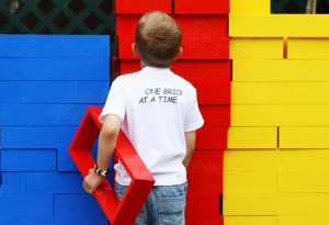 enfant lego maison